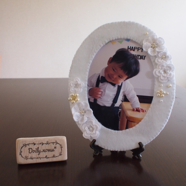 Doily photo frame