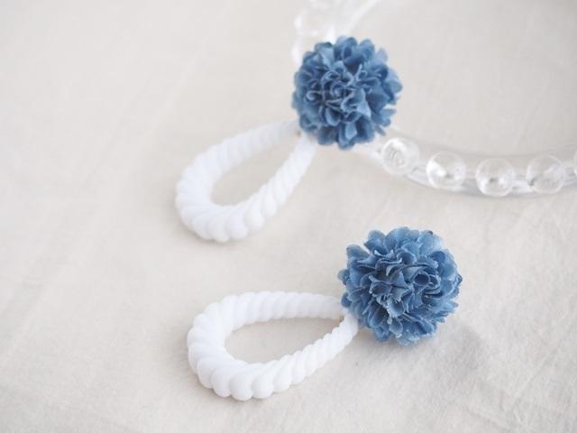 お花とアクリルロープのピアス(クラッシュブルー)
