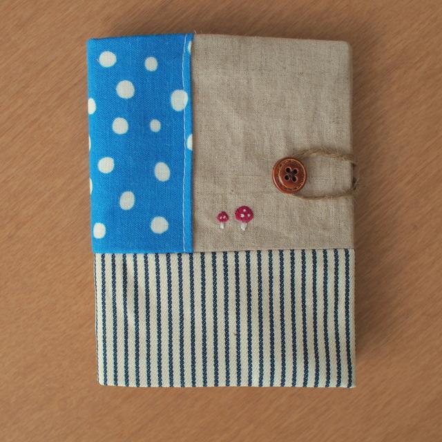 009 きのこの刺繍のカードケース