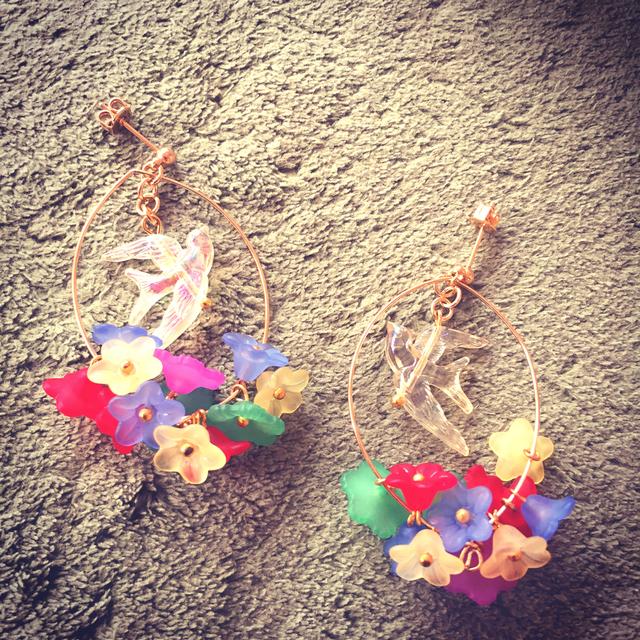お花畑と小鳥のピアス