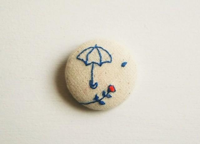 刺繍ブローチ 「雨に唄う」