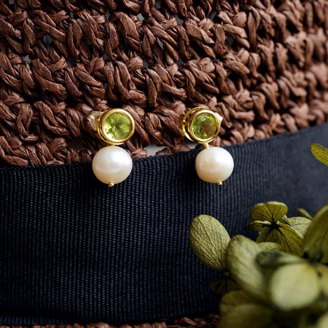 再販】ペリドットと真珠キャッチのスタッドピアス 〜Adelina