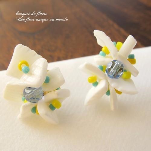 Sale☆ ビーチサイドに咲いた花のようなホワイトピアス
