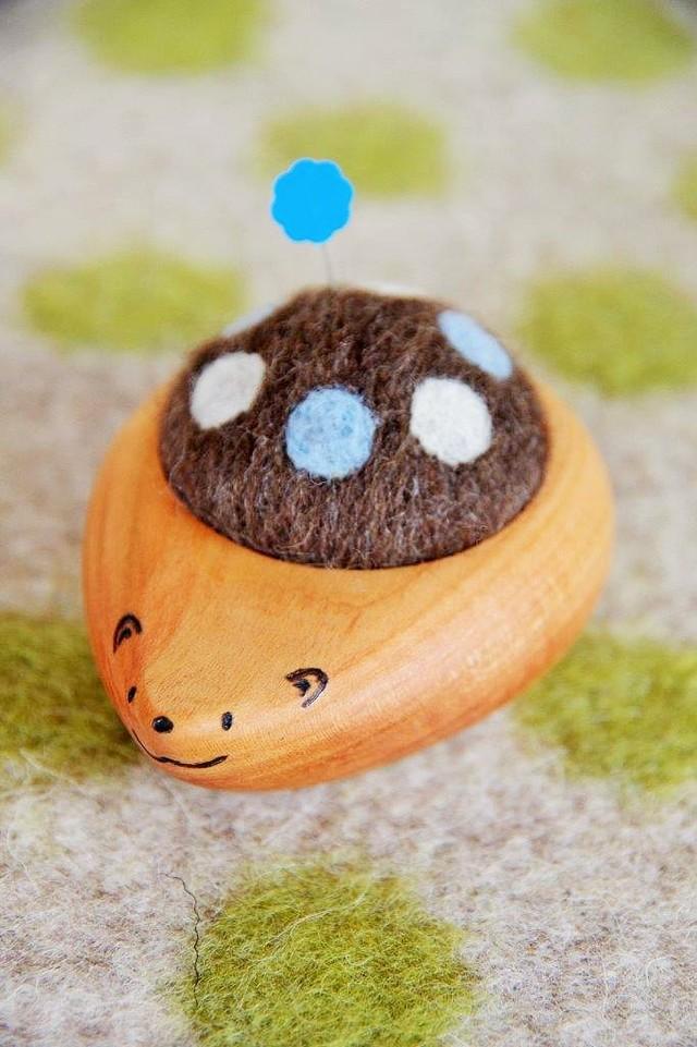 羊毛ピンクッション【針山】 はりねずみくん 水玉 水色