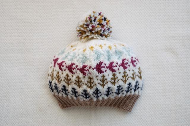 手編みのニット帽  【森の小鳥】