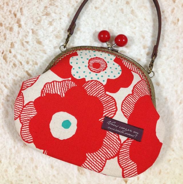 北欧風デザインの大きな赤い花柄*がま口ミニバッグ