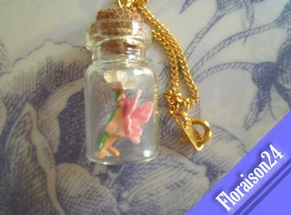 『小瓶の妖精7』(シラニラを持って)