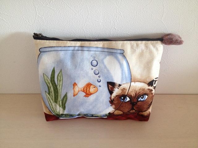 ネコのポーチ(全6種)『金魚とシャムネコ』
