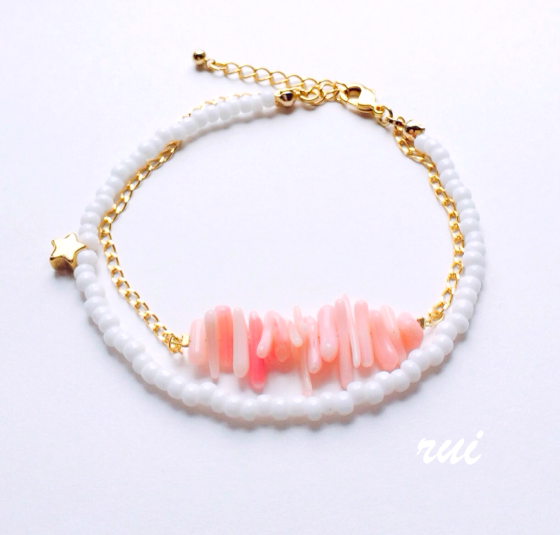 ピンク珊瑚のサザレと星のブレスレット