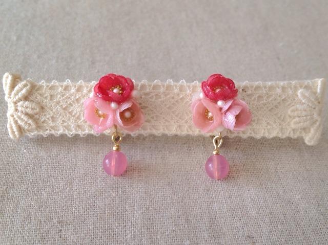 染めた小花を樹脂加工したイヤリング(ピンク)
