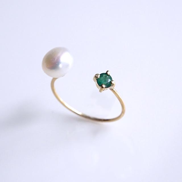 再販】K18エメラルドと淡水真珠のフォークリング 〜Sanna