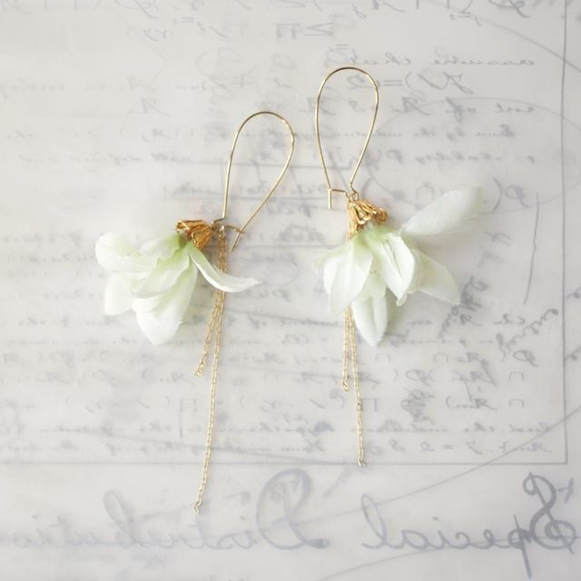 [送料無料]白い花のピアス