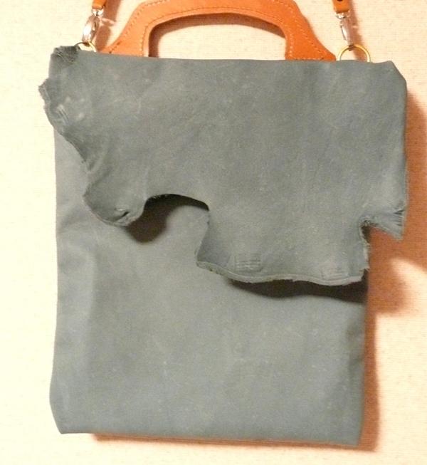 洗いざらしジーンズのような革 ラフ味手提げバッグ