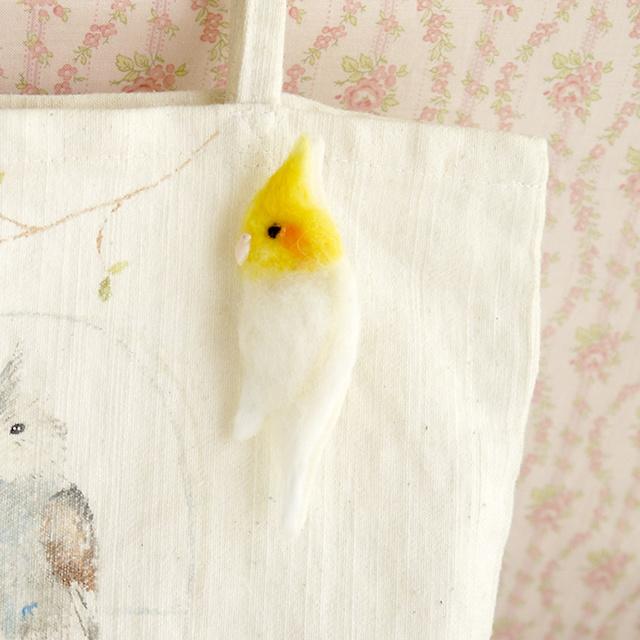 ふわふわ小鳥ブローチ オカメインコ(ルチノー)
