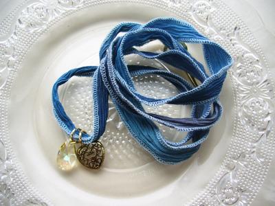 シルクリボンブレスレット(ムーンライトブルー×クリスタルルミナスグリーン)