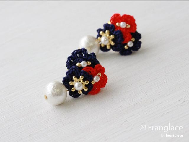 3枚花かさねコットンパールのピアス(紺・赤・紺)