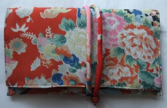 着物リメイク 花柄の着物で作った和風財布 1681