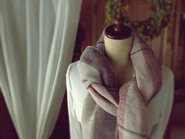 手織り リトアニアリネン糸の ワインレッド