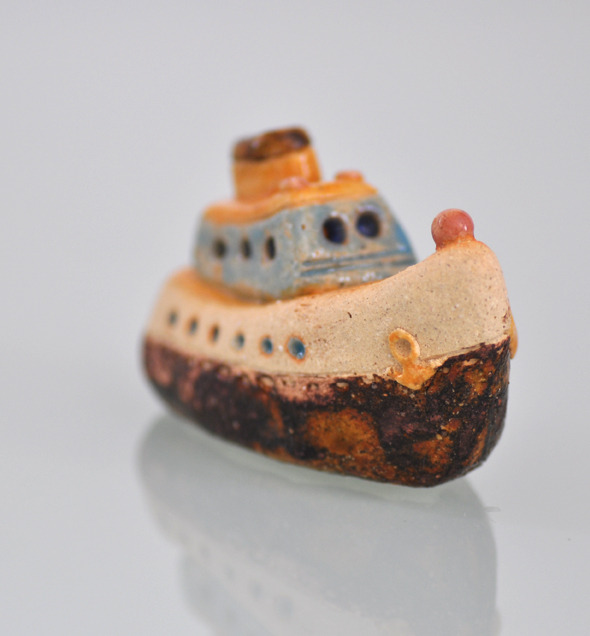 丸窓の渡船(ペーパーウェイト)