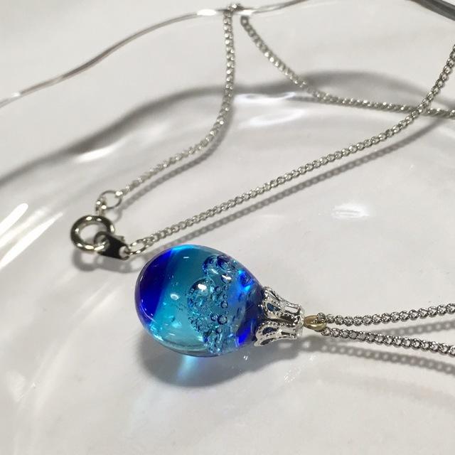 【yu様より、オーダーいただきました】R-107 海のしずく☆ガラス玉のネックレス ブルー