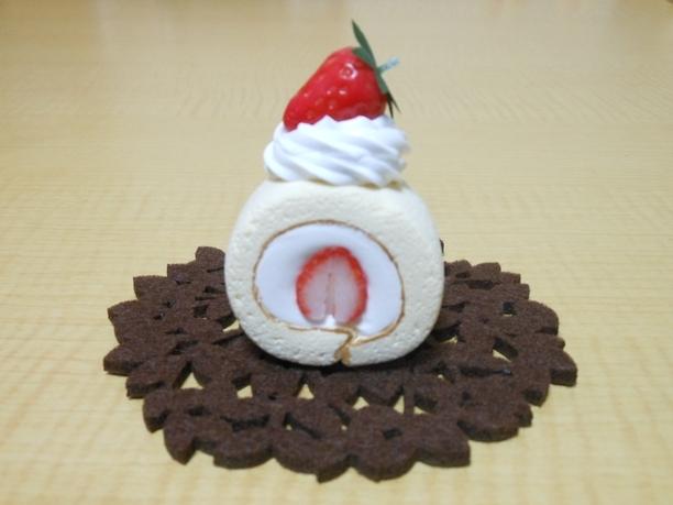 ロールケーキのブローチ(A)Sweets Deco