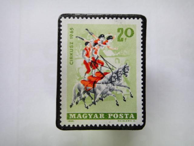 ハンガリー 切手ブローチ1350
