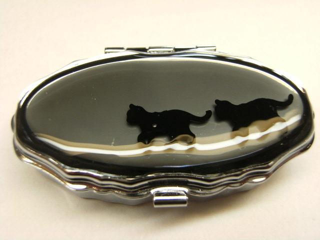 黒猫 ピルケース(シルバーオーバル型)