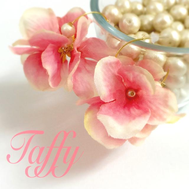 フラワーフープピアス  濃いピンクグラデ
