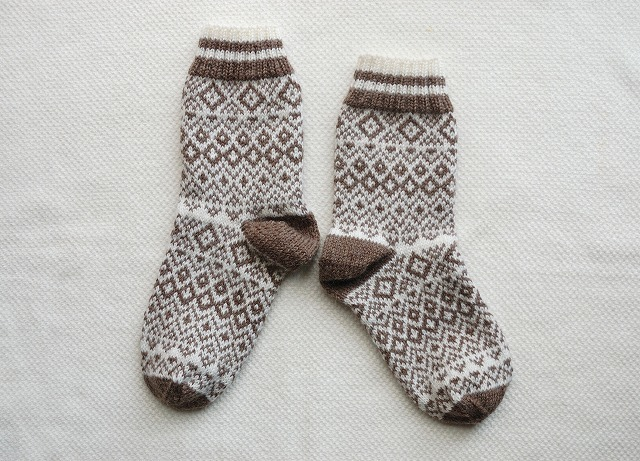 模様編み込み 手編みの靴下