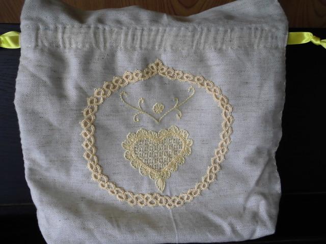 リネンポーチ刺繍とタティングレースC