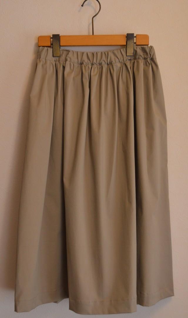 秋にも履けるミモレ丈 ギャザースカート 大人カーキ