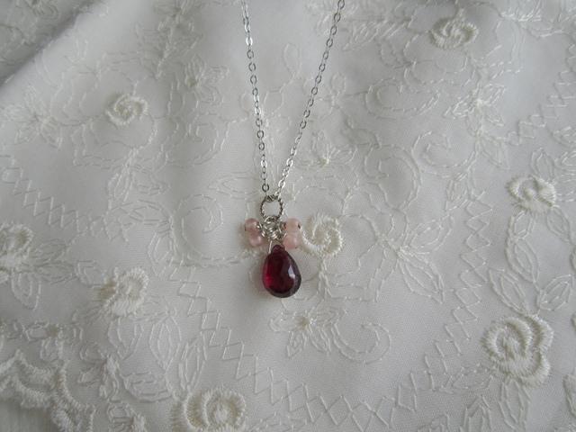 宝石質 プチロードライトガーネットのネックレス