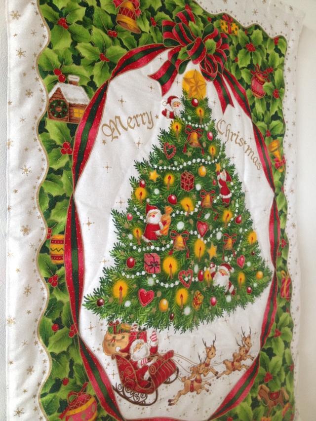 クリスマスツリーの大きなタペストリー