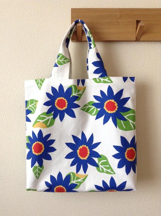 あざやかな青い花deトートバッグ
