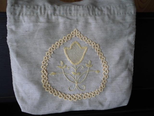 リネンポーチ刺繍とタティングレースB