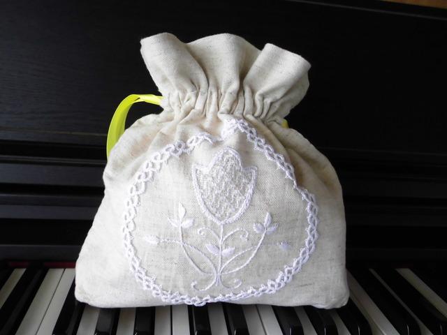 リネンポーチ刺繍とタティングレースA