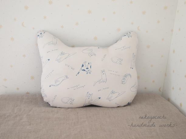 【猫クッション】 スケッチ風猫×チェック(ホワイト)