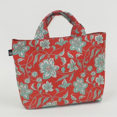 オリエンタルな雰囲気の花柄帯バッグ