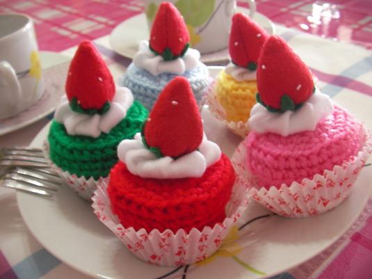 売り切れ【おまけ付き/送料無料】いちごケーキの小物入れ(5色セット)