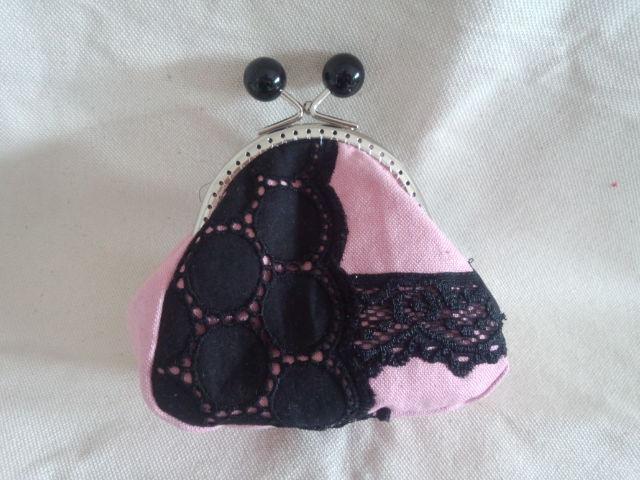 ビーズ付 もっちりがま口ポーチ ピンク帆布×黒サークルレース