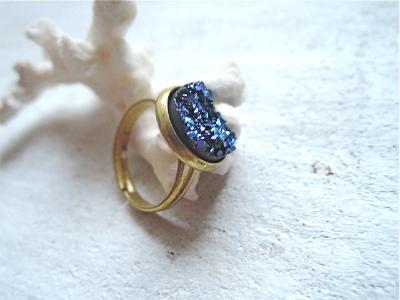 イミテーションドゥルージーのヴィンテージリング Blue(Rainbow Titanum)