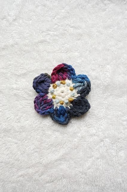 青系段染め糸のお花ブローチ