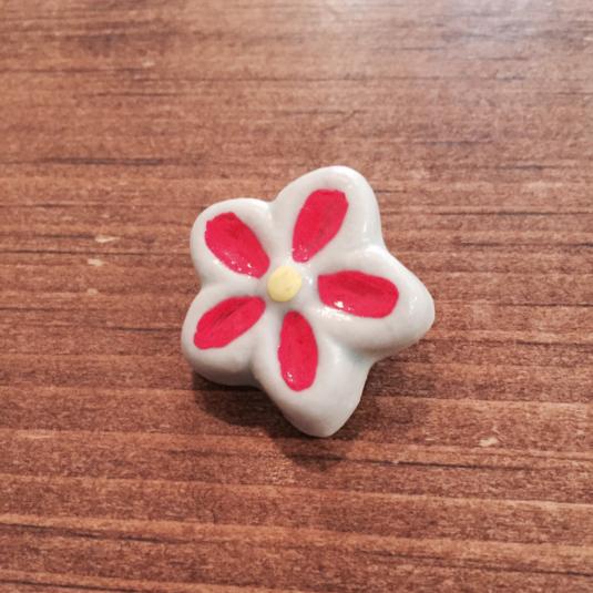 陶製 お花のブローチ(2)