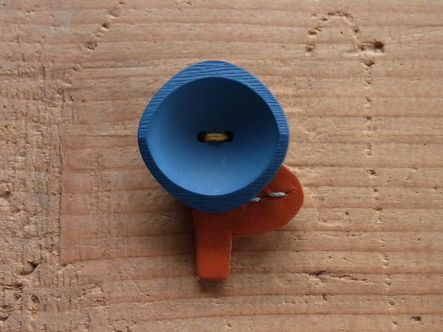 ボタンのお花ブローチ◎緑がかった青