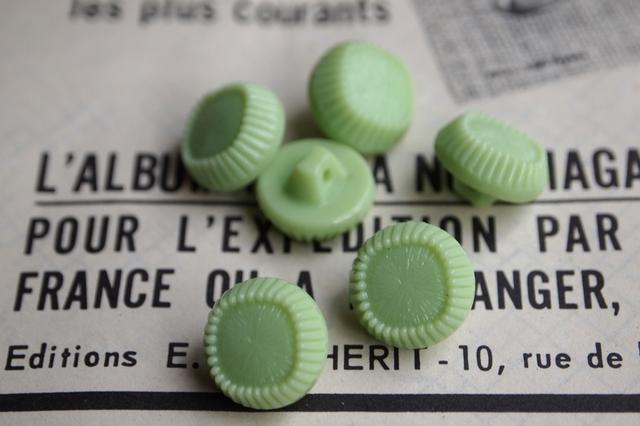 フランス ガラスのボタン ライトグリーン 2個セット