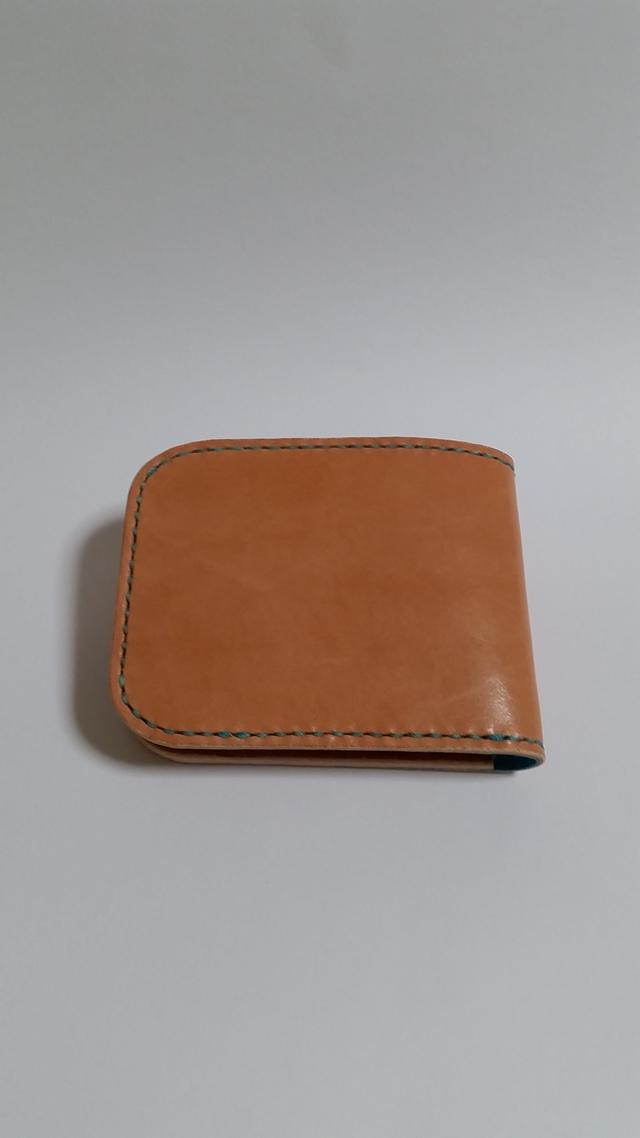 サドルレザーの二つ折り財布 水色仕様