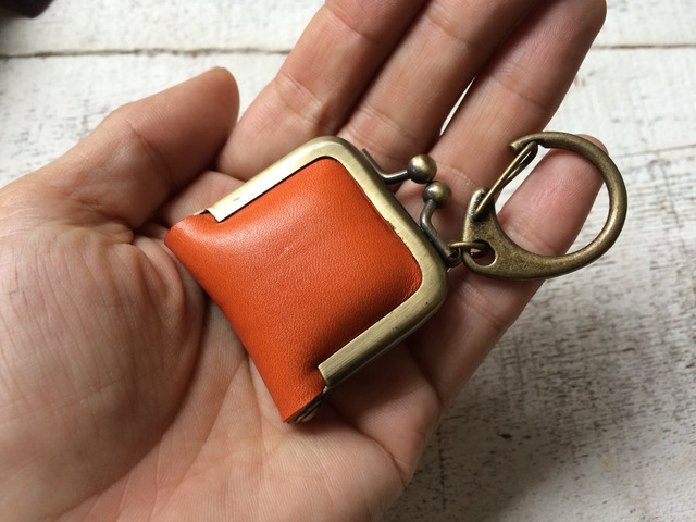 【即納品可能】栃木レザー*ヌメ革キーホルダー「carre」オレンジ