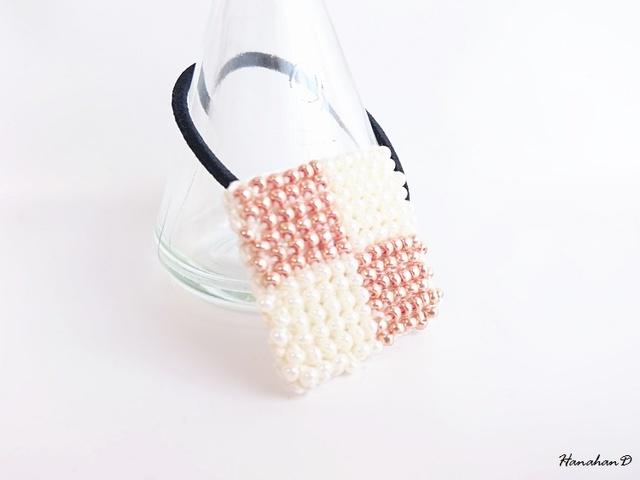 しかくいヘアゴム 手編みビーズピンク