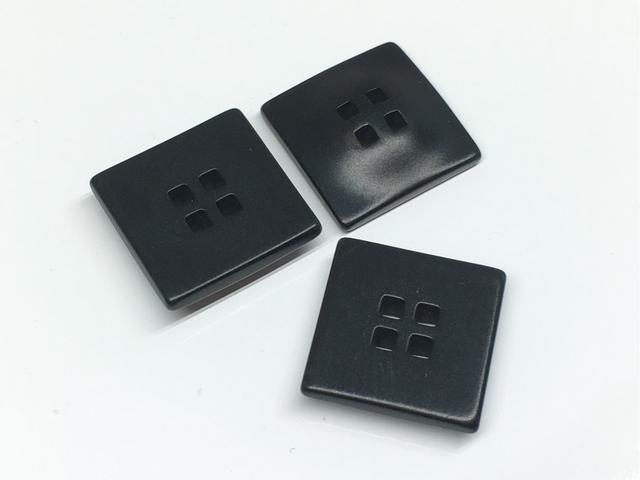 ボタン:正方形/ブラック/3コ入<101>