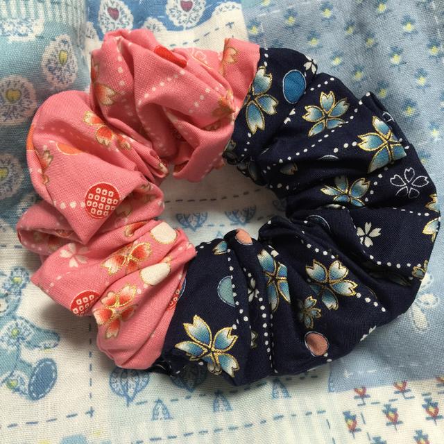 2色和柄さくらシュシュ・紺とピンク